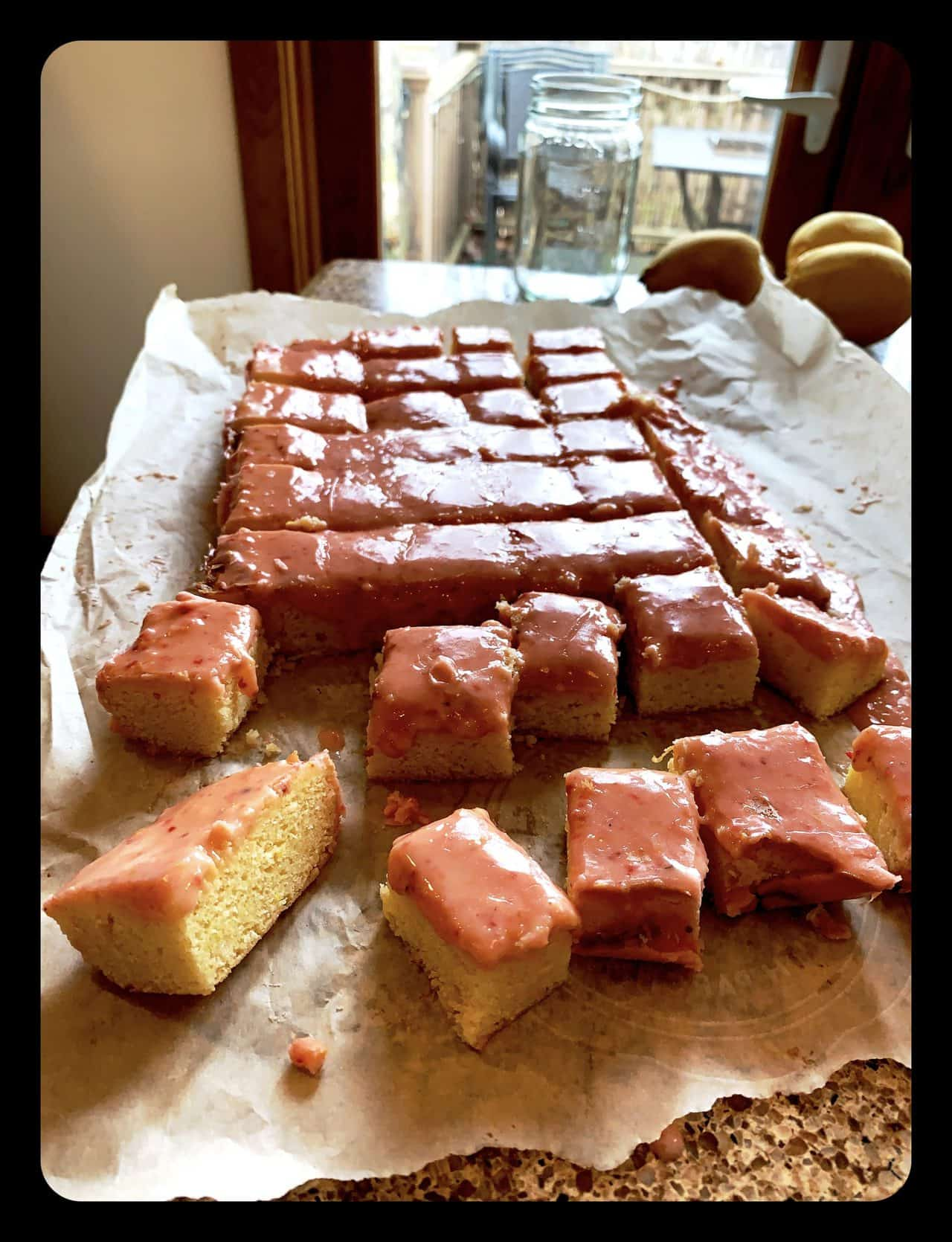 Read more about the article Random Acts of Pastry #5. Strawberry Lemonade Brownies or what to do with the leftover fruit?